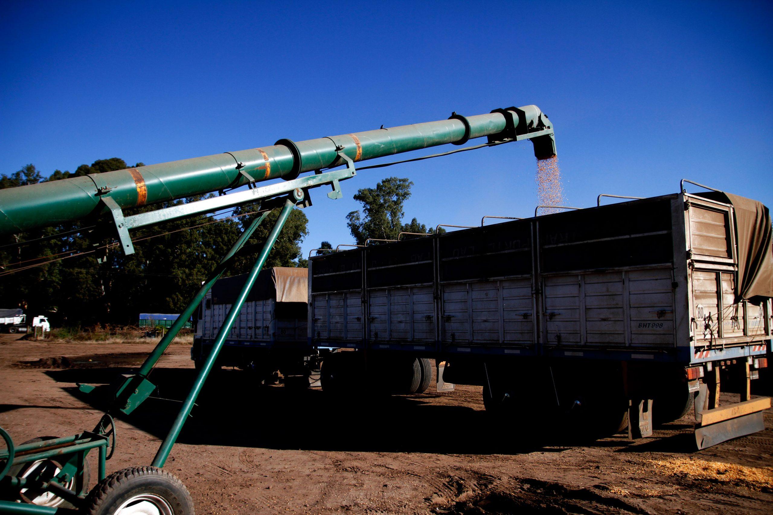 Santa Fe: no habrá impuesto extra a productores para caminos rurales