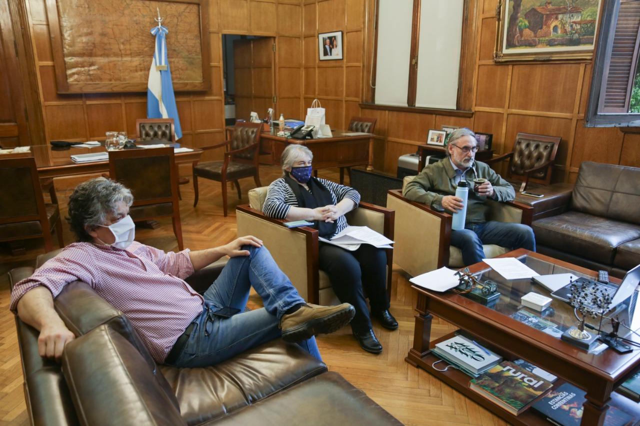 El ministro Luis Basterra se reunió con citricultoresde Entre Ríos